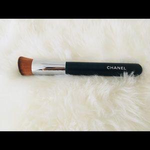CHANEL foundation brush